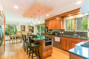 Kitchen615 HIGHLAND RD Photo 17