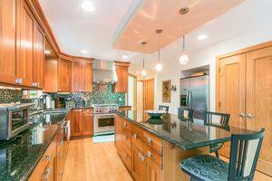 Kitchen615 HIGHLAND RD Photo 19