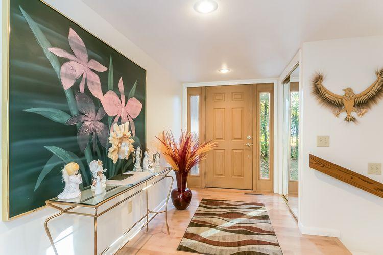 Foyer Photo #7