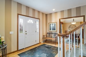 Foyer891 EDDINGTON DR Photo 9