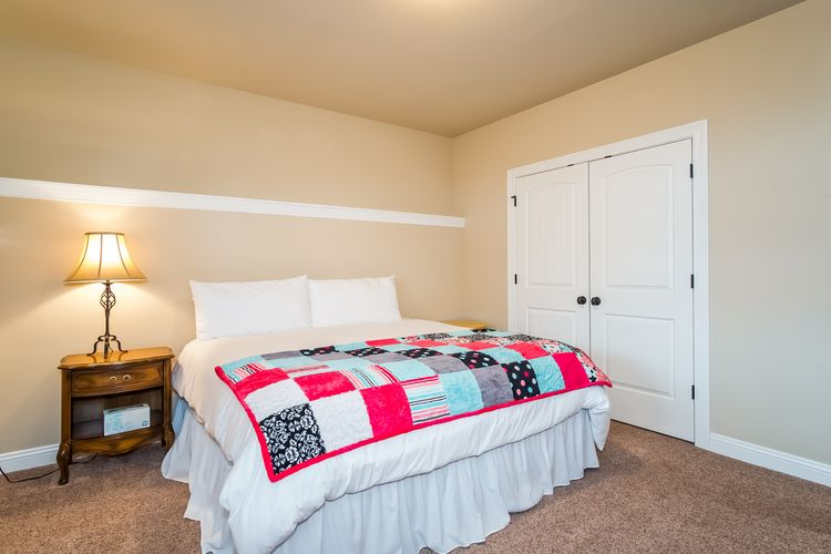 Bedroom Photo #47