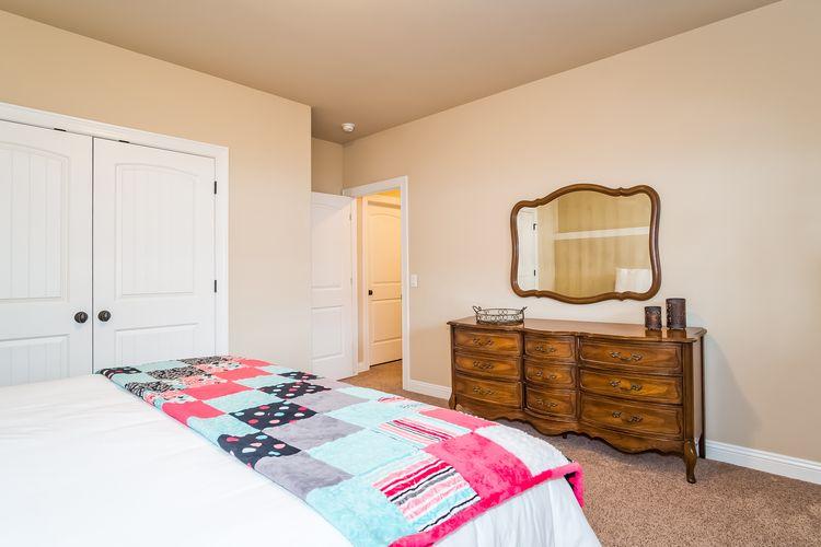 Bedroom Photo #48