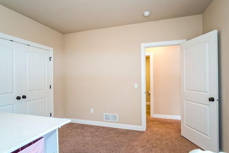 Bedroom Photo #51