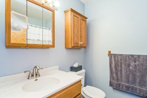 Bathroom5709 BELLOWS CIR Photo 16
