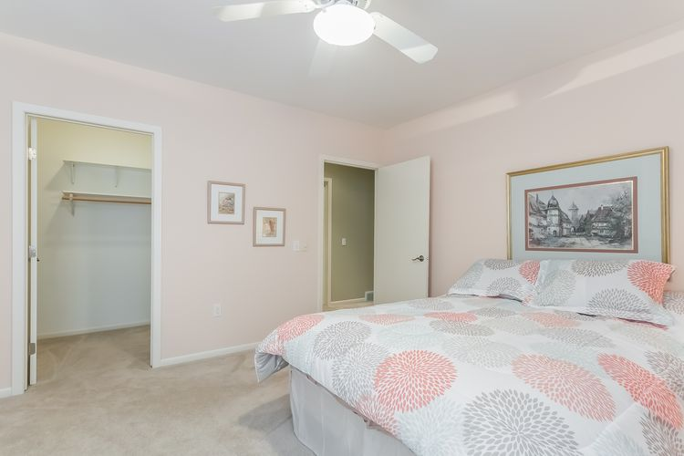 Bedroom Photo #49