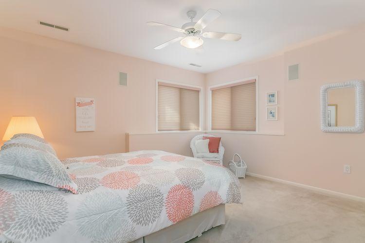 Bedroom Photo #50
