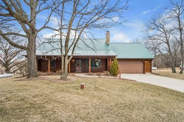 2404 SQUIRE LN Pleasant Springs, WI 53589 - Image 1