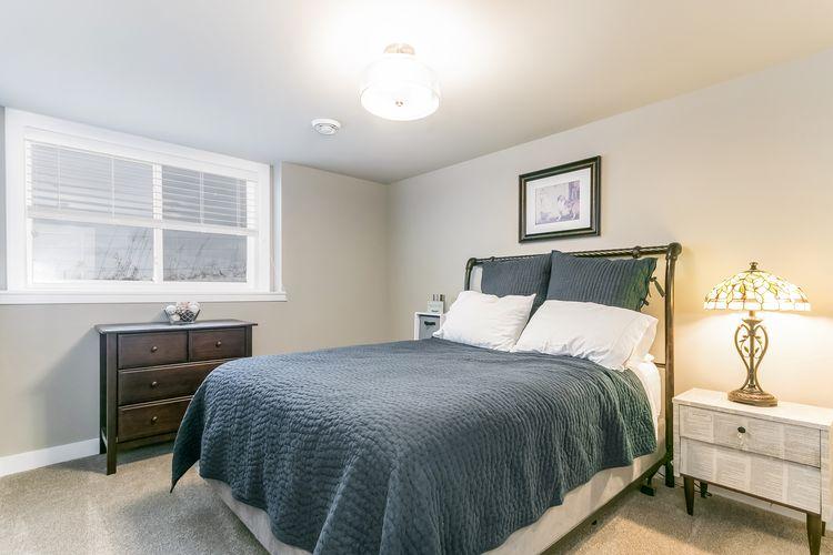 Bedroom Photo #59