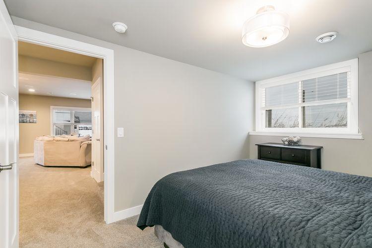 Bedroom Photo #60