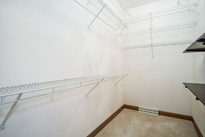 Walk In Closet6121 FAIRFAX LN Photo 23