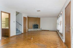 Living Room1105 Glendale Ln Photo 4