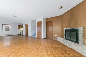 Living Room1105 Glendale Ln Photo 5