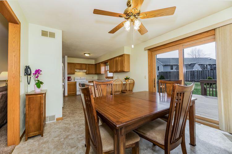 Large Kitchen Photo #7