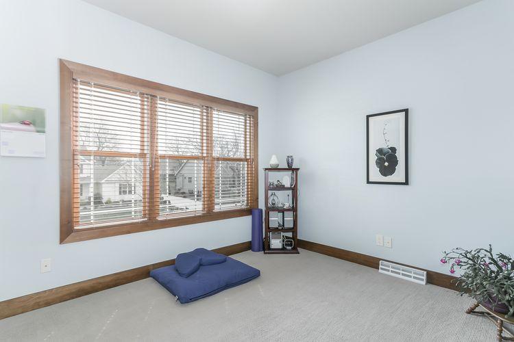 Bedroom Photo #43