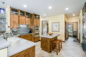 Kitchen802 CALLISTO DR Photo 7