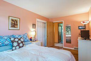 Bedroom Photo 13