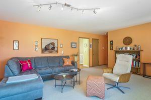 Living Room Photo 4