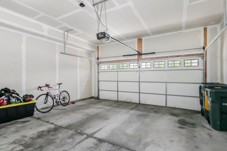 Garage Photo #46
