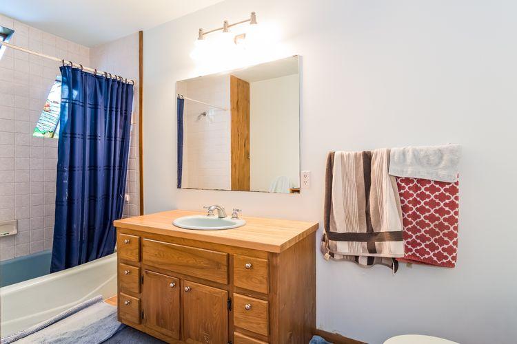Bathroom Photo #11