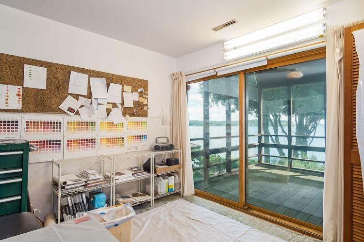 Bedroom Photo #15