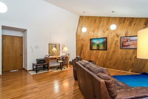 Great Room519 WOODWARD DR Photo 3