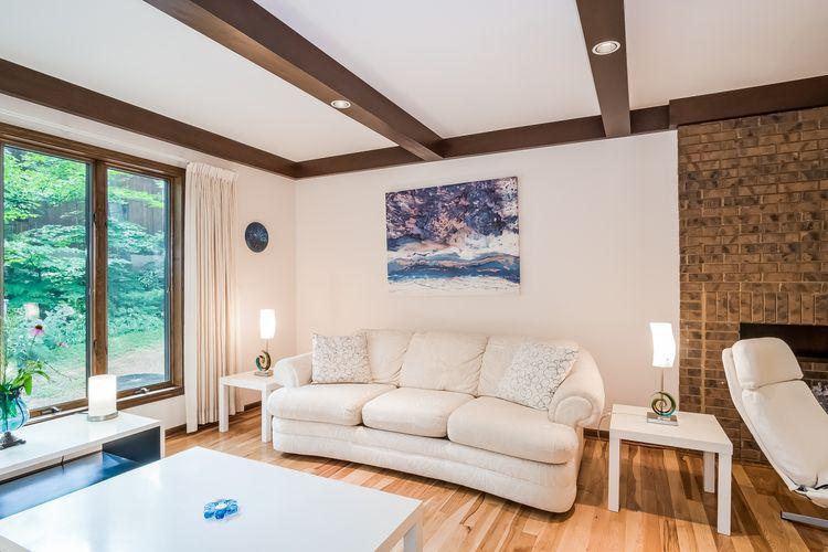 Living Room Photo #16