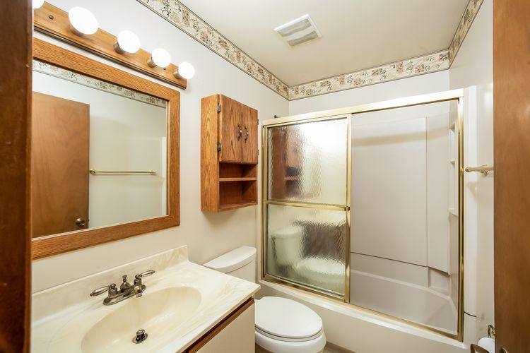 Master Bathroom Photo #15