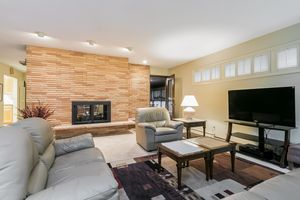 Living Room33 HIAWATHA CIR Photo 5