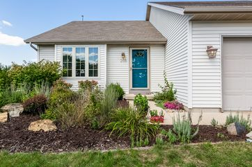 205 GREEN VIEW DR Belleville, WI 53508 - Image 1