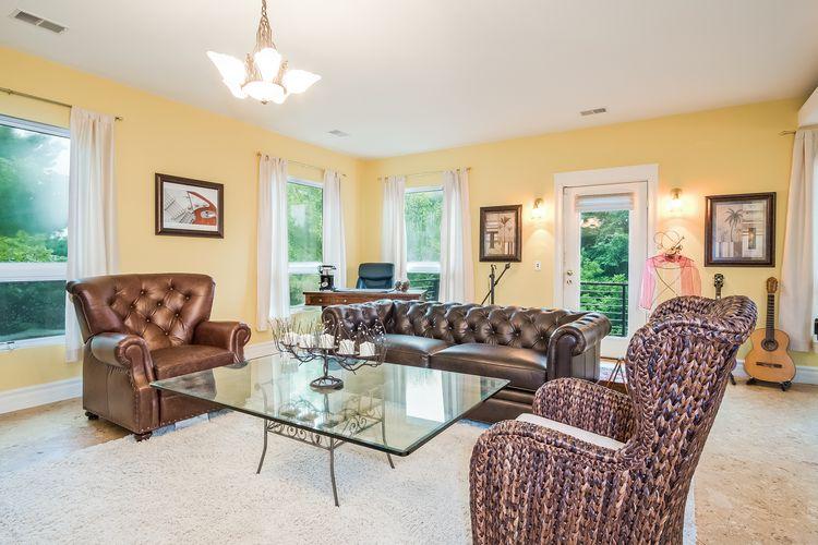 Living Room Photo #11