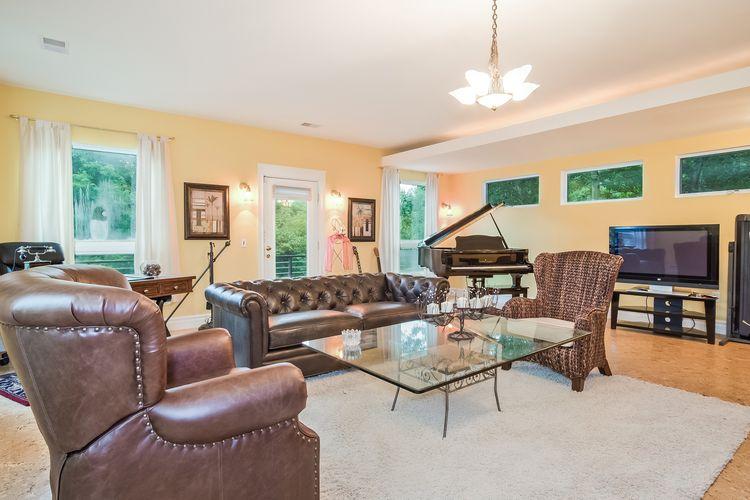 Living Room Photo #12
