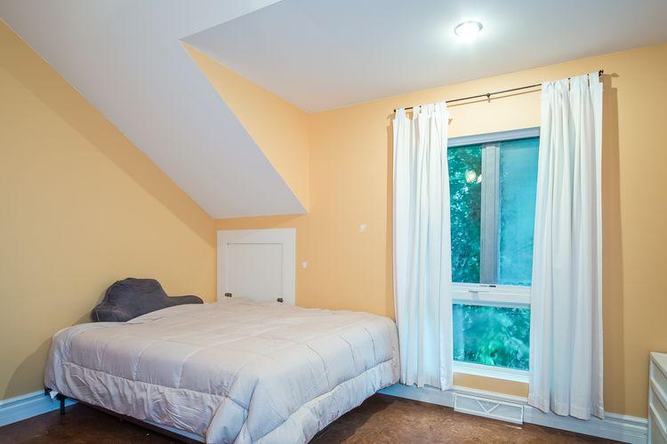 Bedroom Photo #30