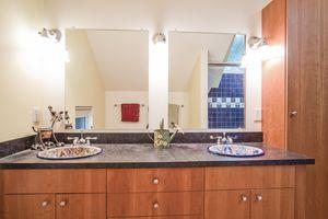 Bathroom8510 PRAIRIE HILL RD Photo 33