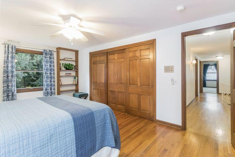 Bedroom Photo #34