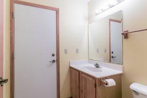 Master Bedroom215 E PARKVIEW ST D Photo 15
