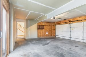 Garage215 E PARKVIEW ST D Photo 32