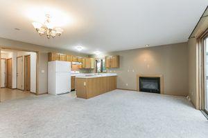 Living Room215 E PARKVIEW ST D Photo 6