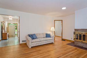 Living Room506 Woodside Terr Photo 10
