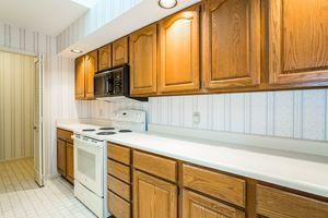 Kitchen1525 GOLF VIEW RD G Photo 11