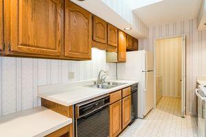 Kitchen1525 GOLF VIEW RD G Photo 12