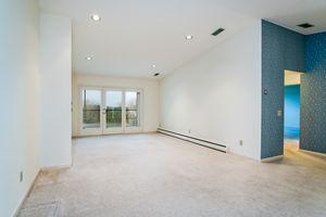 Living Room1525 GOLF VIEW RD G Photo 4