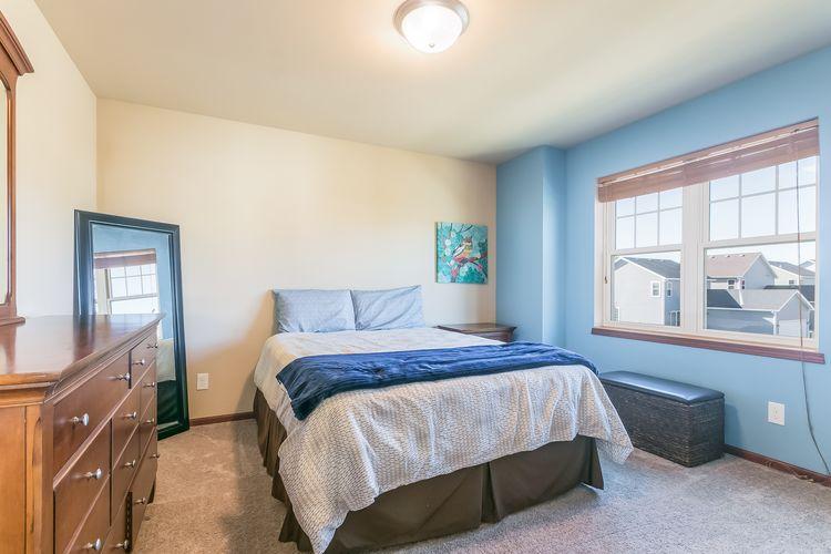 Bedroom Photo #25