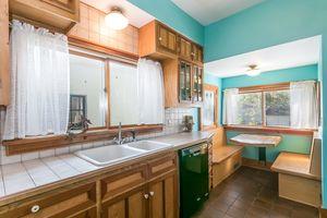 Kitchen610 S DICKINSON ST Photo 17