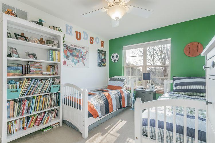 Bedroom Photo #35