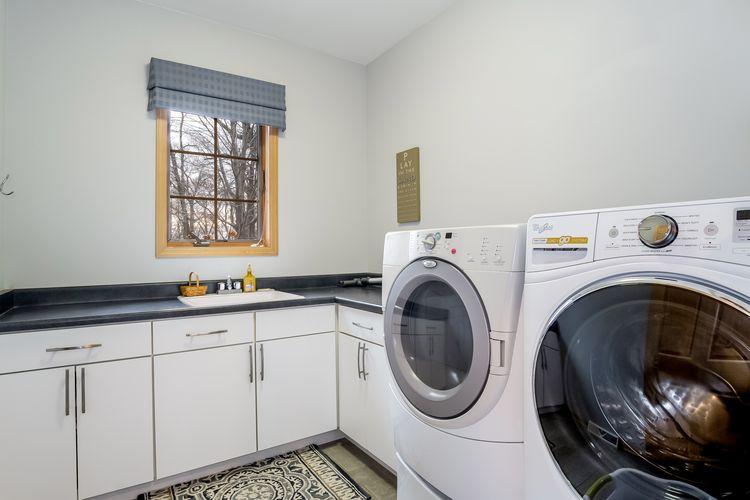 Laundry Room Photo #16