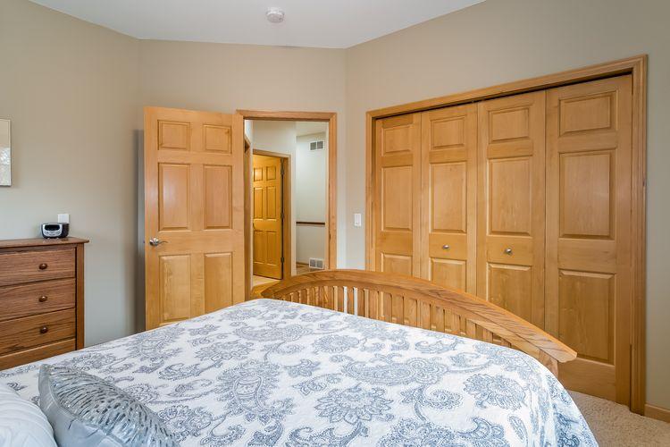 Bedroom Photo #24