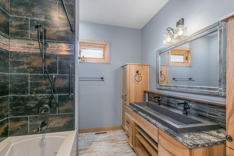 Master Bathroom Photo #19