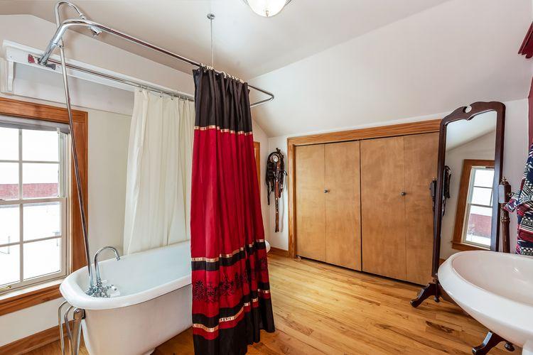 Master Bathroom Photo #17