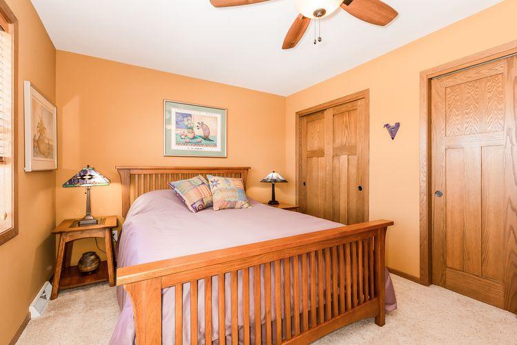 Bedroom Photo #26