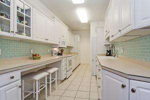 Kitchen4922 N Sherman Ave D Photo 10